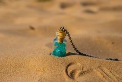 Bottiglia della spiaggia Immagini Stock