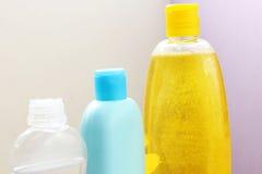 Bottiglia dello sciampo del bambino immagini stock libere da diritti