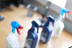 Bottiglia dello spruzzo dei pulitori disinfettanti della famiglia Fotografia Stock Libera da Diritti