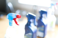 Bottiglia dello spruzzo dei pulitori disinfettanti della famiglia Immagine Stock Libera da Diritti