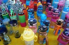 Bottiglia di acqua bevente Immagine Stock