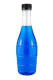 Bottiglia di acqua blu luminosa. Fotografia Stock