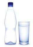 Bottiglia di acqua e vetro Fotografia Stock Libera da Diritti