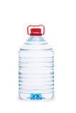 Bottiglia di acqua isolata su bianco Fotografie Stock