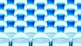 Bottiglia di acqua minerale di plastica immagini stock
