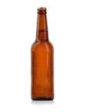 Bottiglia di birra con le gocce isolate Fotografia Stock