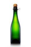 Bottiglia di birra, di sidro o di champagne isolati su fondo bianco Immagini Stock Libere da Diritti