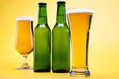 Bottiglia di birra e di vetro Immagini Stock Libere da Diritti