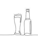 Bottiglia di birra e vetro con birra illustrazione di stock