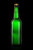 Bottiglia di birra o di sidro isolato su fondo nero Immagine Stock Libera da Diritti