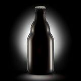 Bottiglia di birra o di sidro su fondo nero Fotografie Stock