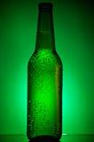 Bottiglia di birra raffreddata verde Immagine Stock