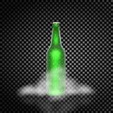 Bottiglia di birra realistica verde nella nebbia su un fondo trasparente usato Fotografia Stock Libera da Diritti