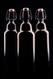 Bottiglia di birra sul nero Fotografie Stock Libere da Diritti