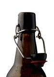 Bottiglia di birra vuota isolata su bianco Percorso incluso Fotografie Stock