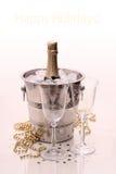 Bottiglia di Champagne in dispositivo di raffreddamento e due vetri del champagne Fotografia Stock