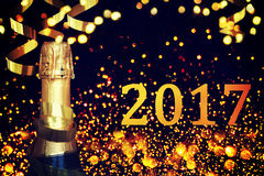 Bottiglia di champagne Nuovo anno felice Fotografie Stock Libere da Diritti