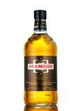 Bottiglia di Drambuie, dolce del ` s della Scozia, Li colorato dorato di 40% ABV Immagini Stock Libere da Diritti