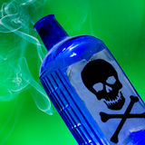 Bottiglia di fumo del veleno Fotografia Stock