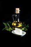 Bottiglia di olio d'oliva, ramo di ulivo e formaggio bianco Immagine Stock Libera da Diritti