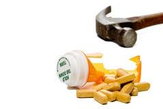 Bottiglia di pillola fracassata Fotografia Stock Libera da Diritti