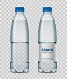 Bottiglia di plastica con acqua minerale con il cappuccio blu su fondo trasparente Illustrazione realistica di vettore del modell Fotografia Stock