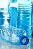 Bottiglia di plastica del policarbonato di acqua minerale immagini stock