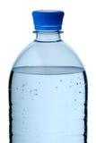 Bottiglia di plastica di acqua minerale immagini stock libere da diritti