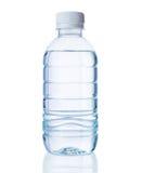 Bottiglia di plastica di chiara acqua Fotografia Stock
