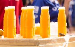Bottiglia di plastica di succo d'arancia fotografia stock libera da diritti