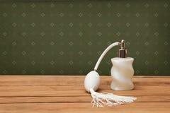 bottiglia di profumo Annata di aspetto Fotografia Stock Libera da Diritti