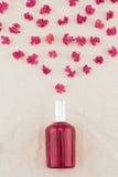 Bottiglia di profumo rossa Fotografia Stock