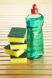 Bottiglia di sapone con lo scrourer ed il tovagliolo Fotografia Stock Libera da Diritti