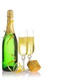 Bottiglia di un champagne e dei vetri Immagini Stock