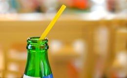 Bottiglia di vetro e paglia Immagine Stock Libera da Diritti