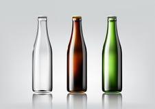 Bottiglia di vetro trasparente, bottiglia marrone e bottiglia verde per il pacchetto e pubblicità di progettazione, birra e bevan Immagine Stock