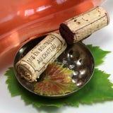 Bottiglia di vino e del sughero Fotografie Stock