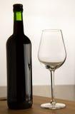Bottiglia di vino e di un vetro Fotografia Stock