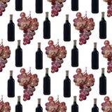 Bottiglia di vino rosso con l'uva, modello senza cuciture fotografie stock