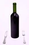Bottiglia di vino rosso con la lama e la forcella immagine stock