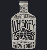 Bottiglia di whiskey con tipografia d'annata Fotografie Stock Libere da Diritti