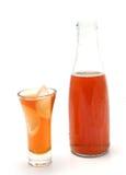 Bottiglia e di vetro in pieno di ghiaccio t Immagine Stock Libera da Diritti