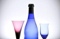 Bottiglia e due vetri Immagine Stock