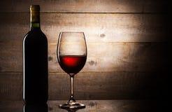 Bottiglia e lucentezza di vino Fotografia Stock Libera da Diritti