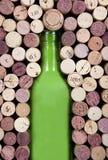Bottiglia e sugheri Fotografia Stock Libera da Diritti