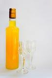 Bottiglia e vetri immagini stock libere da diritti