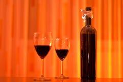 Bottiglia e vetri di vino rosso Fotografia Stock