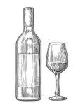 Bottiglia e vetro con vino Illustrazione incisa annata nera su fondo bianco Per l'etichetta, manifesto, web Fotografie Stock Libere da Diritti