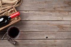 Bottiglia e vetro del vino rosso Immagini Stock