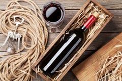Bottiglia e vetro del vino rosso Fotografie Stock